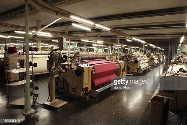 Producción textil es de tejido de algodón tejido gesta en chorro de aire