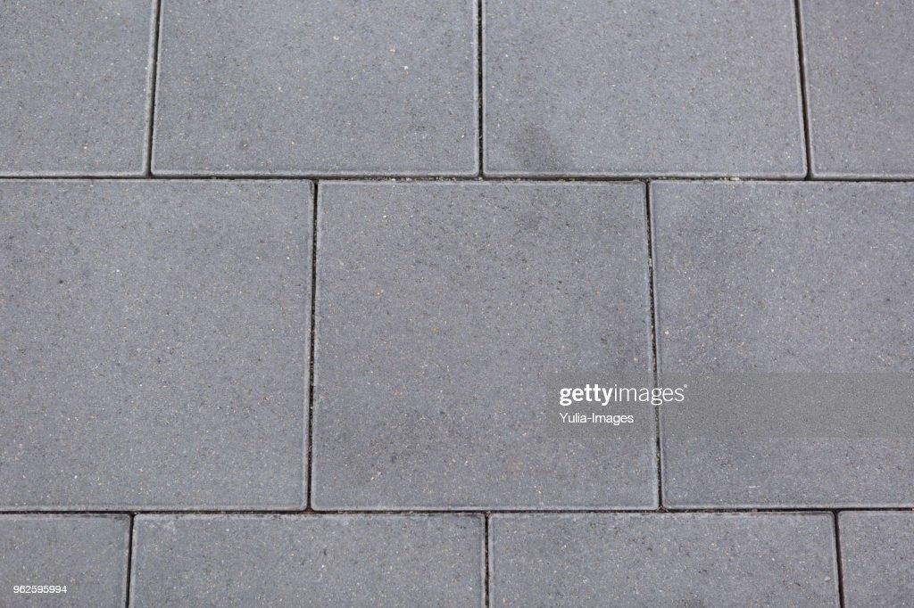 Textured grey square tiles for paving : Foto de stock