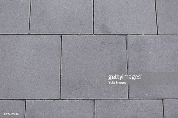 textured grey square tiles for paving - land stock-fotos und bilder