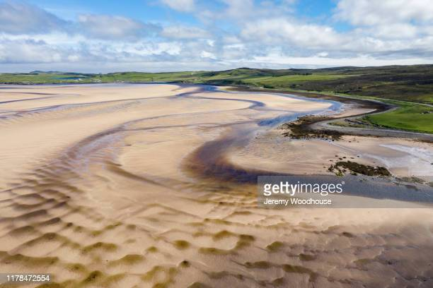 textures in the sand in the kyle of durness at low tide - jeremy woodhouse stock pictures, royalty-free photos & images