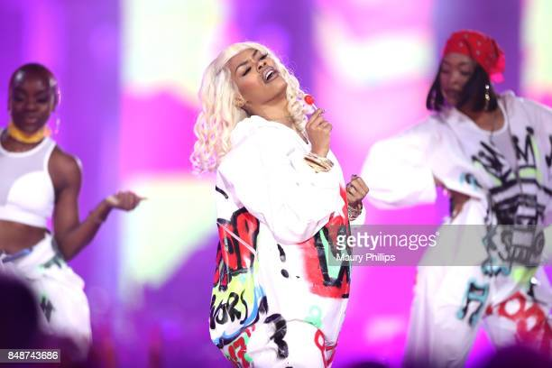 Teyana Taylor and dancers perform onstage during VH1 Hip Hop Honors The 90s Game Changers at Paramount Studios on September 17 2017 in Los Angeles...