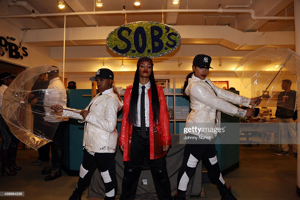 Teyana Taylor (c) poses with dancers backstage at SOB's on December 4, 2014, in New York City.