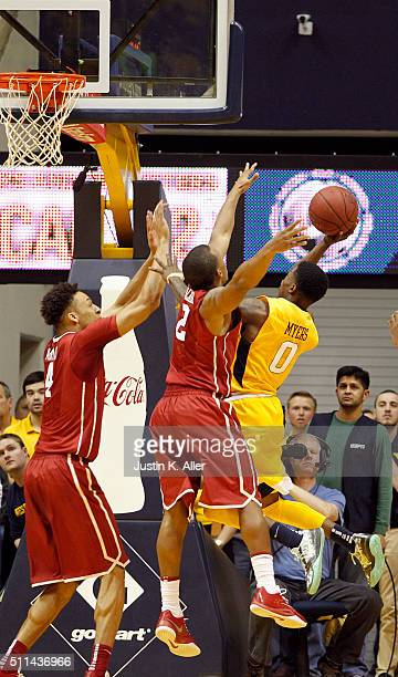 Teyvon Myers of the West Virginia Mountaineers lays one in against Dinjiyl Walker and Jamuni McNeace of the Oklahoma Sooners during the game at the...