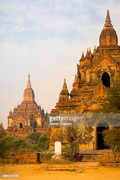 thabeikhmauk and sulamani pahto temple - merten snijders stockfoto's en -beelden