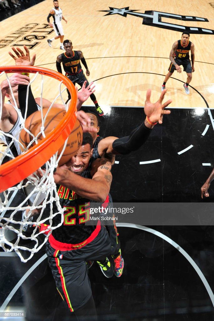 Thabo Sefolosha #25 of the Atlanta Hawks goes to the basket during the game against the San Antonio Spurs on March 13, 2017 at the AT&T Center in San Antonio, Texas.