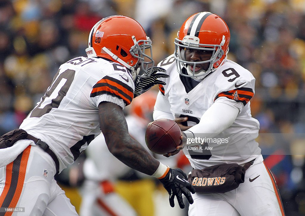 Thad Lewis #9 of the Cleveland Browns hands off to Montario Hardesty #20 against the Pittsburgh Steelers during the game on December 30, 2012 at Heinz Field in Pittsburgh, Pennsylvania.
