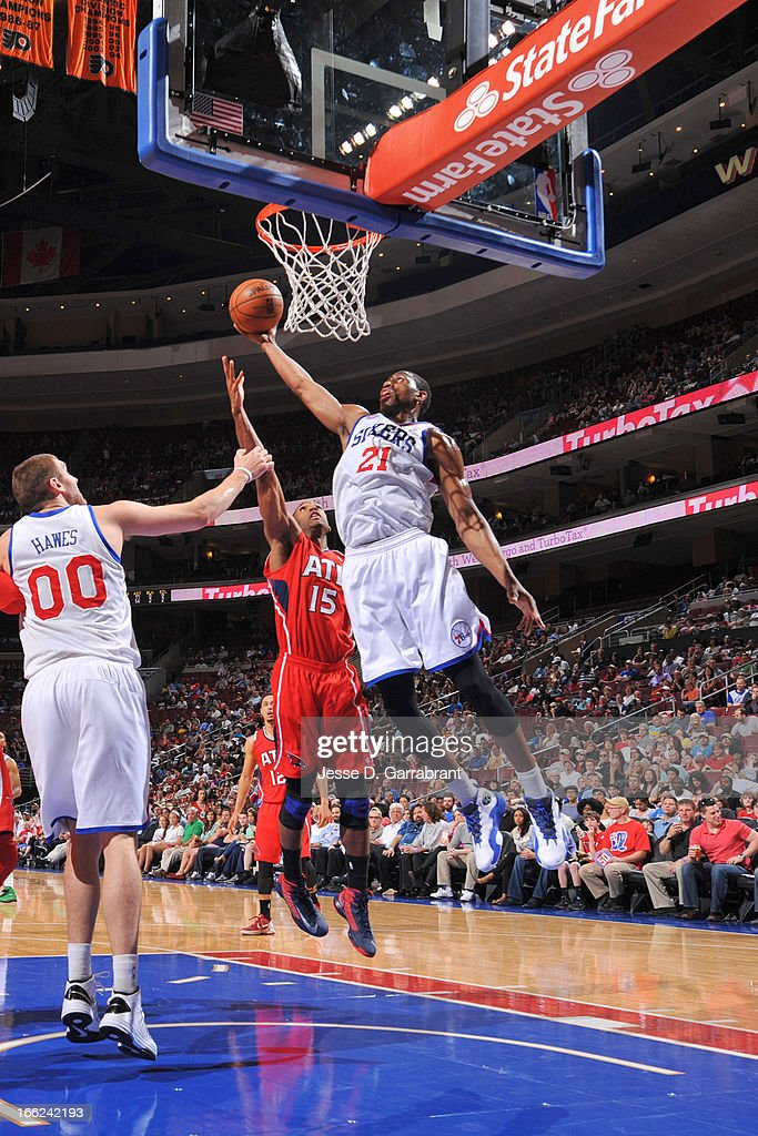 Thaddeus Young #21 of the Philadelphia 76ers shoots a layup against Al Horford #15 of the Atlanta Hawks at the Wells Fargo Center on April 10, 2013 in Philadelphia, Pennsylvania.