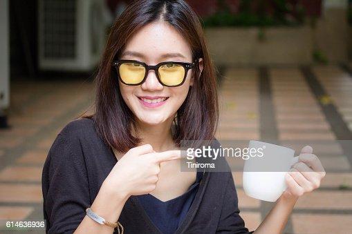 asiatische adult daumen
