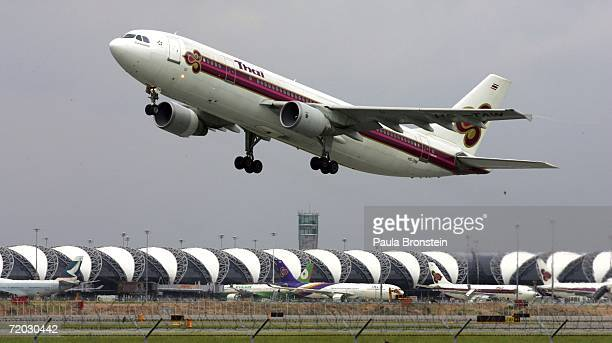 Thai airlines aircraft takes off from the runway at Bangkok's Suvarnabhumi Airport during its first full day of operation September 28 2006 in...