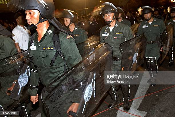 Thai antiriot police take their shift Thousands of demonstrators have defied warnings of a crackdown from the Thai Prime minister Samak Sundaravej...