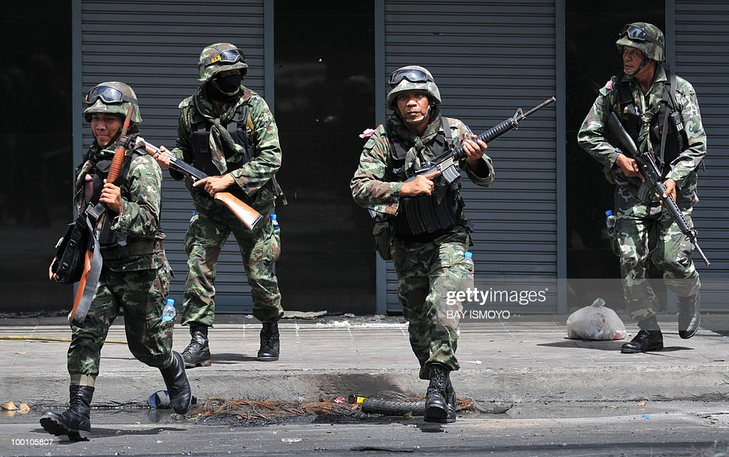 Thai army soldiers secure Din Daeng in downtown Bangkok on May 21, 2010. Thailand picked up the pieces after violence and mayhem triggered by a crackdown on anti-government protests, as the focus swung to recovery and reconciliation in a divided nation. AFP PHOTO / Bay ISMOYO