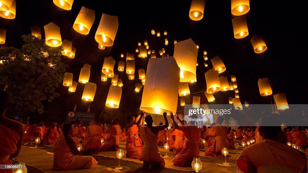 Thai Buddhist Monks float lanterns : Stock Photo