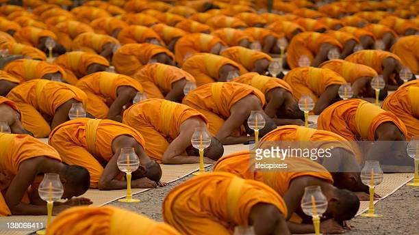 thai buddhist monks - lifeispixels stock pictures, royalty-free photos & images