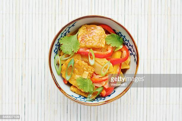 thai curried winter vegetables, parsnips, yellow beets, turnips, rutabaga, with tempeh on rice - テンペ ストックフォトと画像