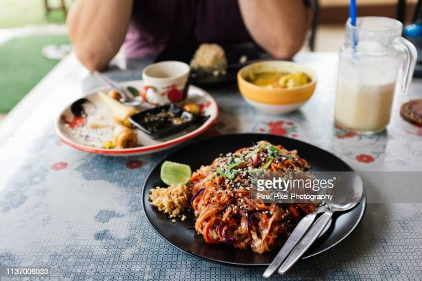 thai food and drink on table no people - noodles stock pictures, royalty-free photos & images