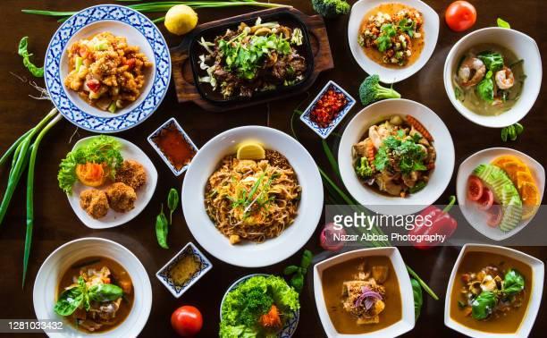 thai food displayed on table. - タイ文化 ストックフォトと画像