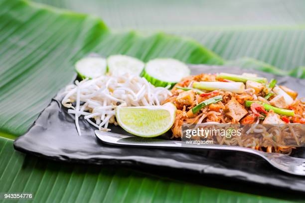thai food, pad thai , stir fry noodles in black plate - bean sprout stock pictures, royalty-free photos & images