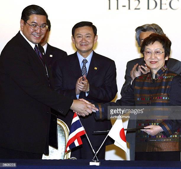 Thai Foreign Minister Surakiat Sathirathai and Japanese Foreign Minister Yoriko Kawaguchi shake hands after signing documents at the Akasaka Palace...