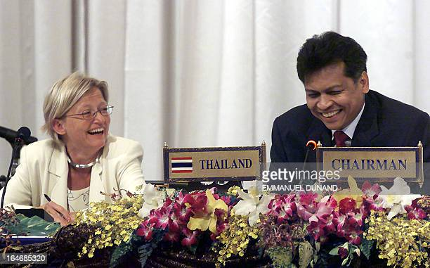 Thai Foreign Minister Surin Pitsuwan and his Swedish counterpart Anna Lindh laught 29 July 2000 during a press conference concluding the 33rd ASEAN...
