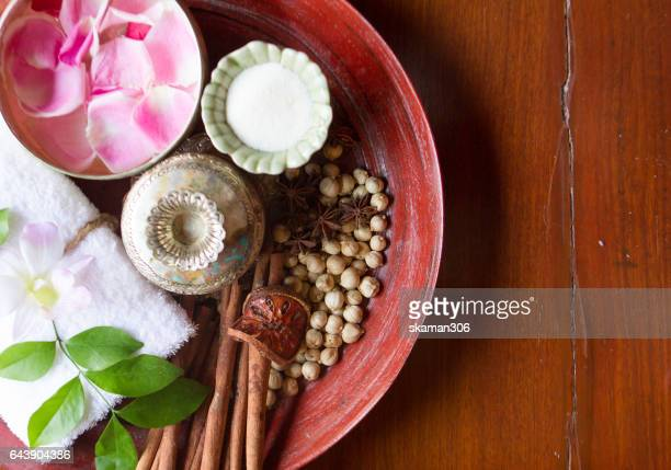 thai herb and salt with towel on wooden plate ingredient for theraphy - thai massage - fotografias e filmes do acervo