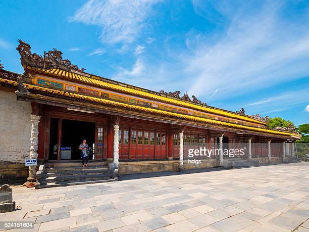 thai hoa palace, a cidade imperial de hue, vietnã - palácio - fotografias e filmes do acervo
