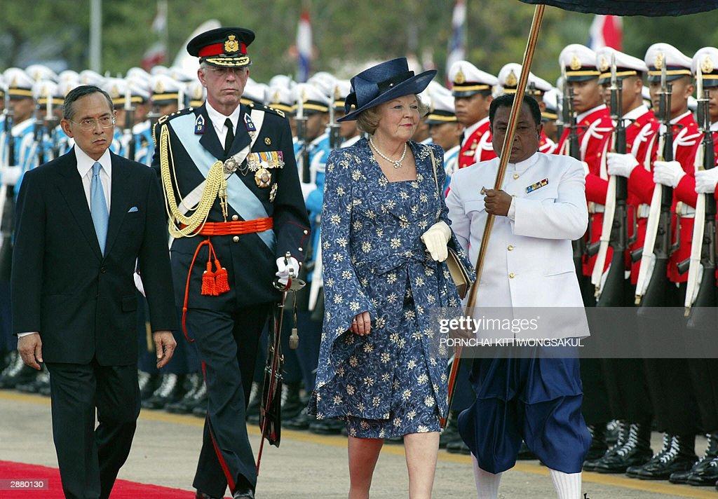 Thai King Bhumibol Adulyadej (L) and Que : News Photo