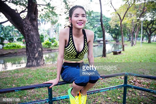 Thailändische Ladyboy Befindet Sich Nach Dem Training Im ...