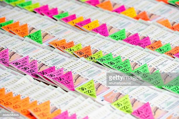 タイロッタリーチケットの通りのショップ - タイ文化 ストックフォトと画像