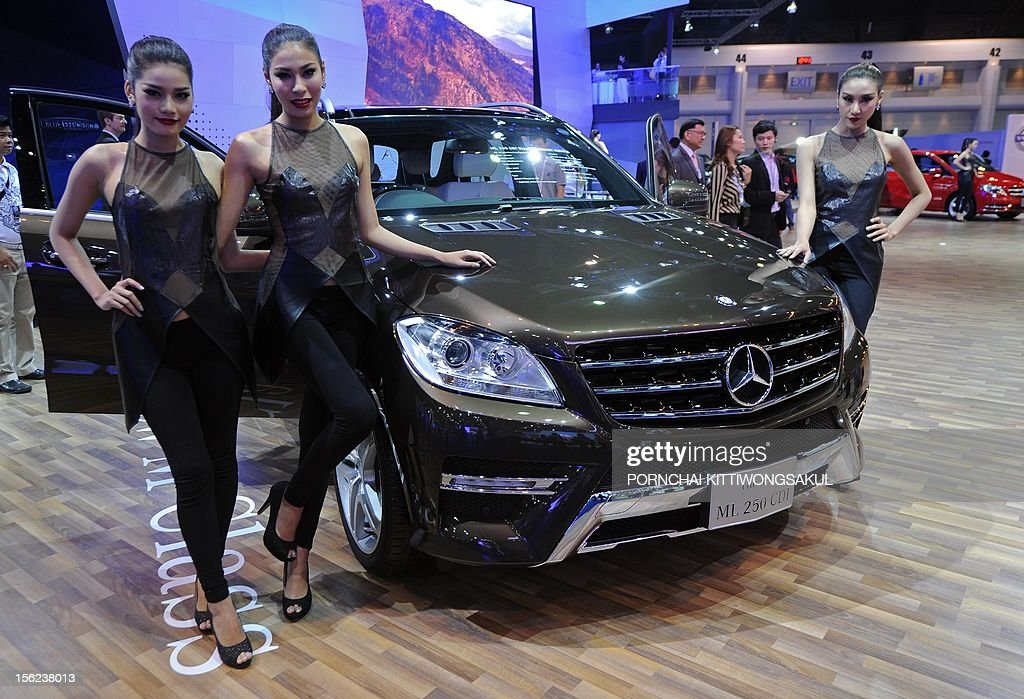 thai models pose next to the new mercedes benz ml 250 cdi on news photo getty images. Black Bedroom Furniture Sets. Home Design Ideas