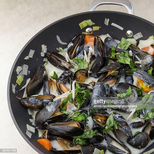 Thai mussels in wok