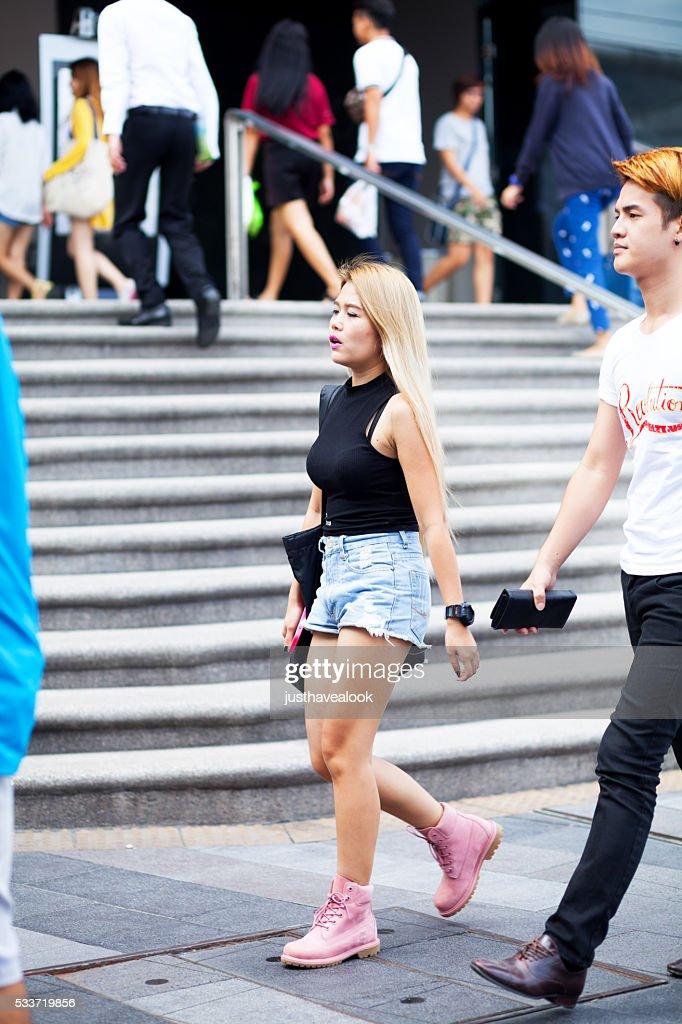 Tailandese persone vicino al centro commerciale : Foto stock