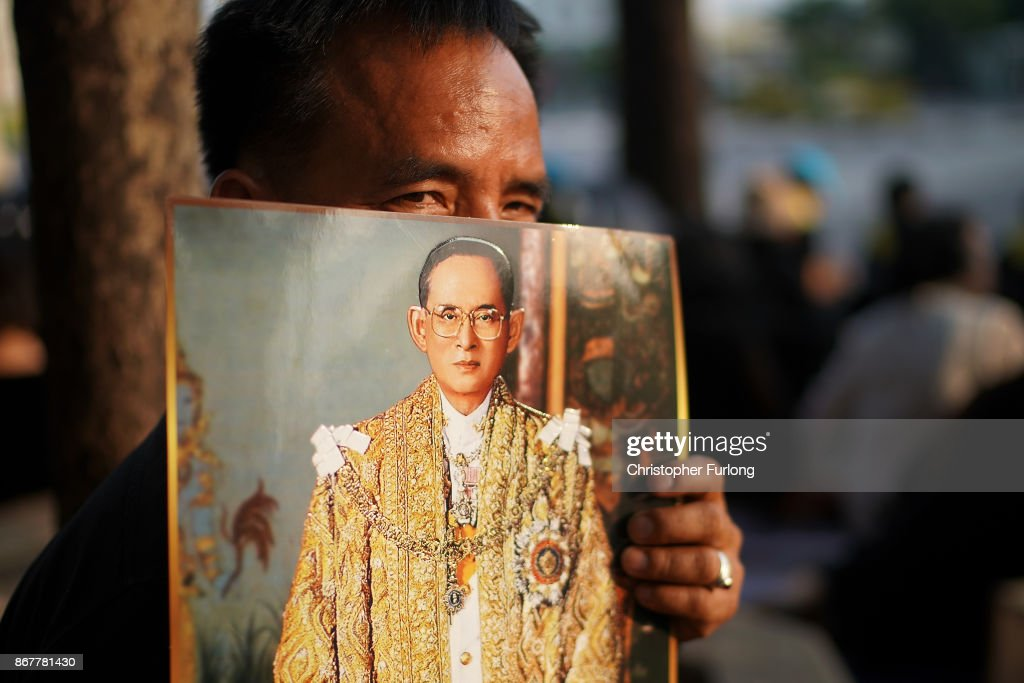 Thai people wait for the last funeral procession of the late Thai King Bhumibol Adulyadej on October 29, 2017 in Bangkok, Thailand. The King's ashes have been transferred to the Wat Ratchabophit Sathit Maha Simaram and Wat Bowonniwet Vihara, two temples that have come to symbolise King Rama IX. Over the five days of the King's funeral, Hundreds of thousands of people, dressed in black , have gathered in Bangkok to pay their respects to Thailand's popular King Bhumibol Adulyadej.