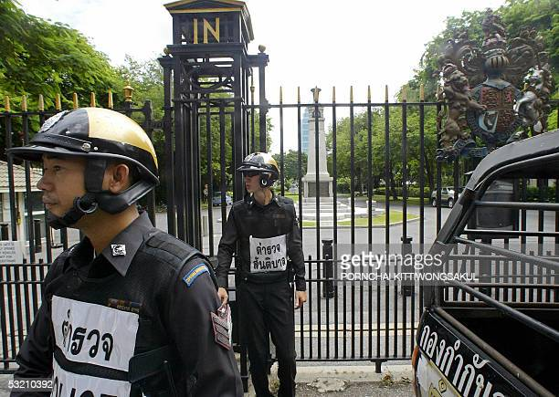 Thai policemen stand guard at the entrance of British embassy in Bangkok 08 July 2005 after bomb attacks in London's mass transit subway and bus...