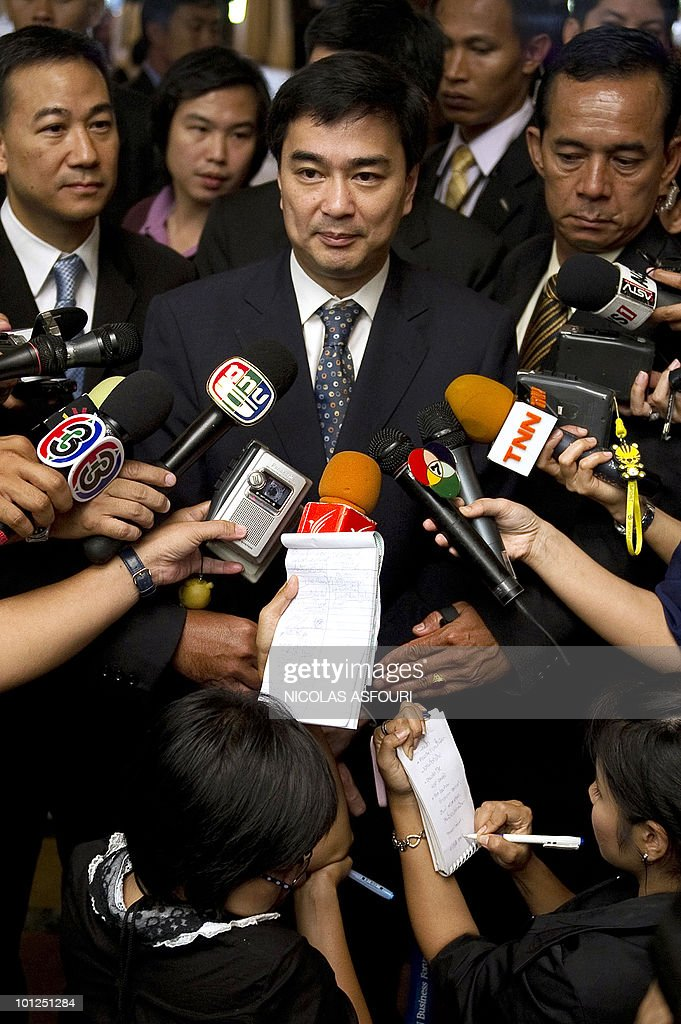 Thai Prime Minister Abhisit Vejjajiva (C) speaks to Thai media ahead of a press conference with foreign media at the Government house in Bangkok on May 29, 2010. Thailand's premier lifted a curfew imposed across about one third of the country, including Bangkok, in the wake of deadly anti-government protests, saying the situation was now under control. AFP PHOTO/Nicolas ASFOURI