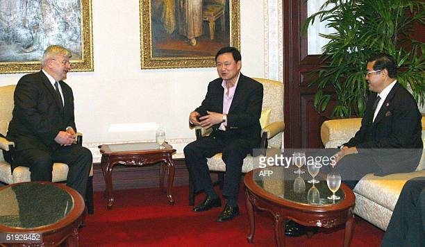 Thai Prime Minister Thaksin Shinawatra speaks with German Foreign Minister Joschka Fischer upon his arrival in Bangkok 08 January 2005 as Thai...