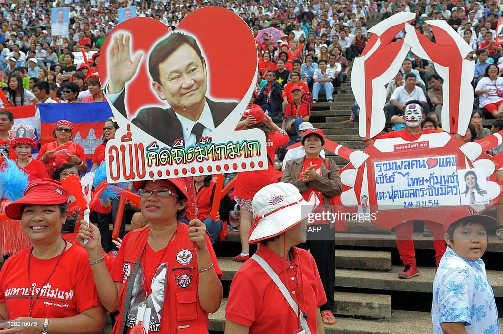 Thai red shirt supporters hold a portrai : News Photo