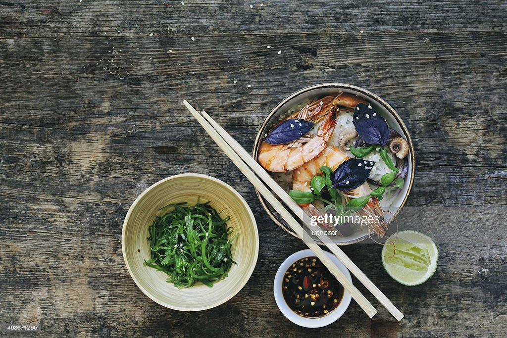 Thai rice noodles with prawn : Stock Photo