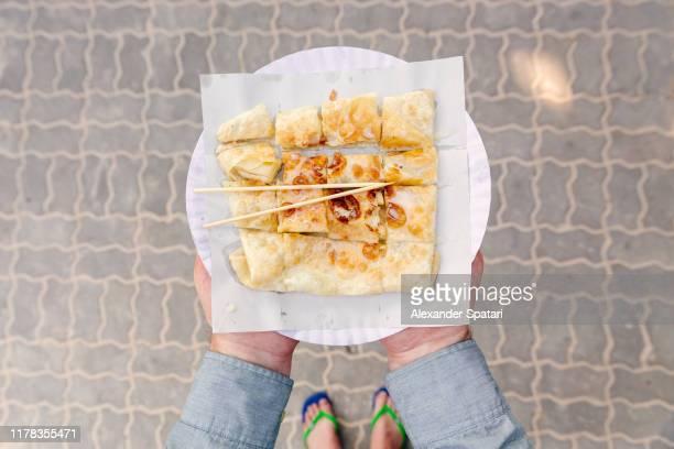 thai roti pancake with banana - railay strand stock-fotos und bilder