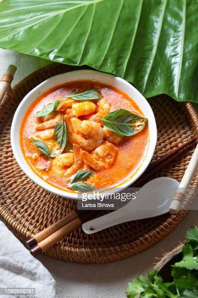thai shrimps red curry soup gaeng phet gai in a white bowl - タイ文化 ストックフォトと画像