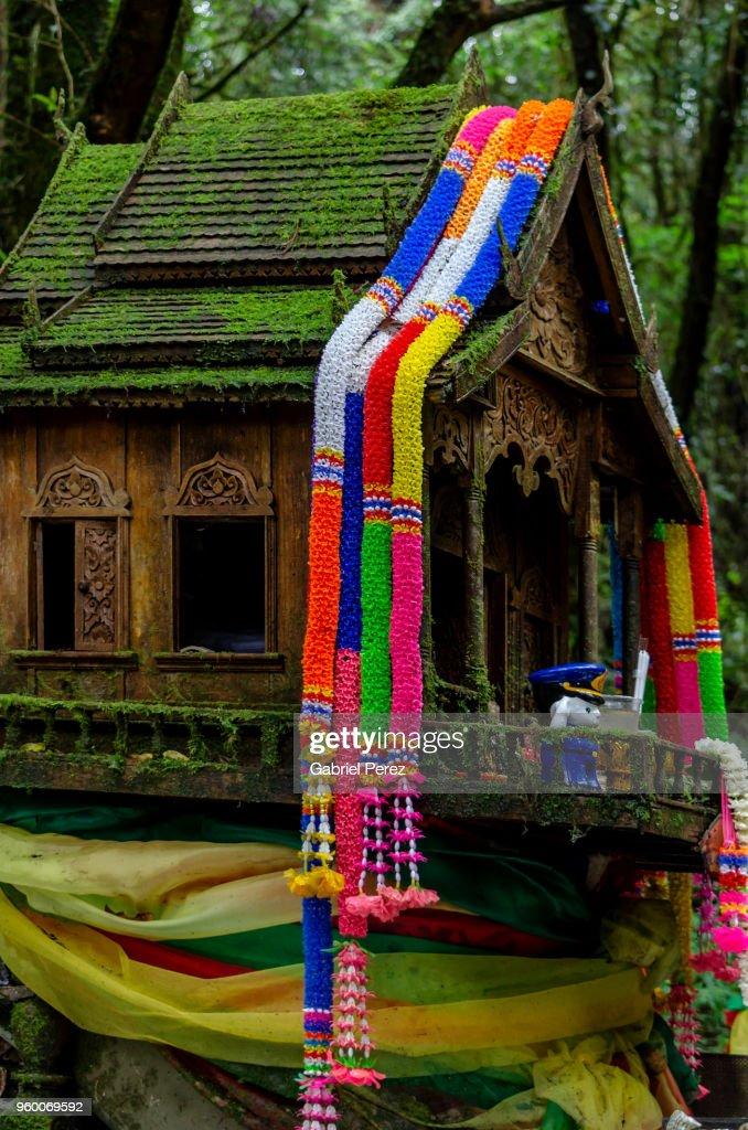 A Thai Spirit House in Chiang Mai : Stock-Foto