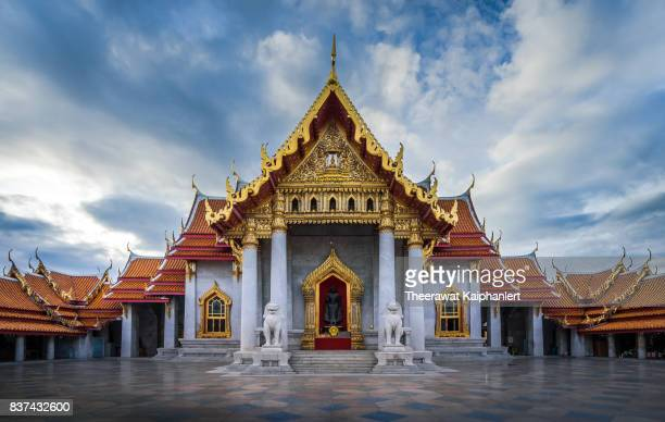 thai temple (marble temple or wat benchamabophit, bangkok) - wat benchamabophit stock photos and pictures