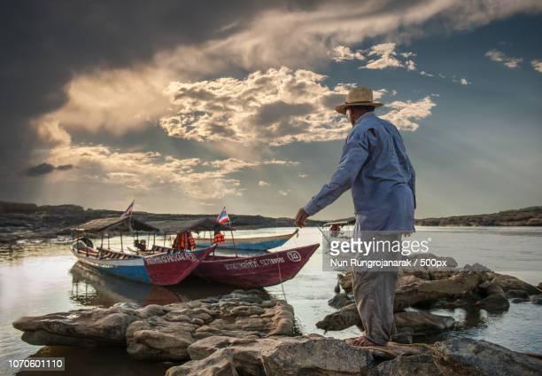 thai travel boat driver - nun stock-fotos und bilder