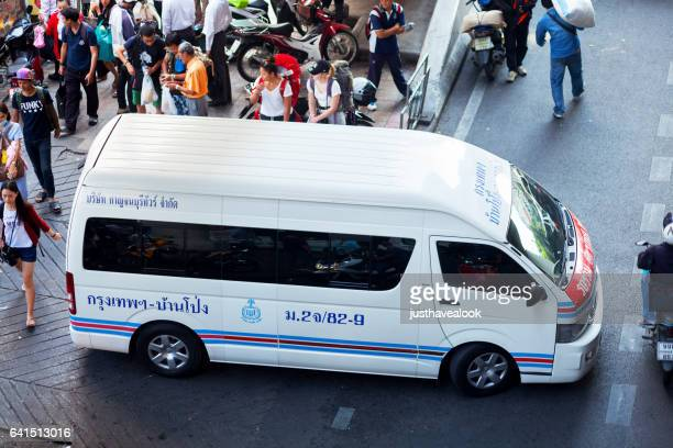 thai travel mini van - menschengruppe stock pictures, royalty-free photos & images