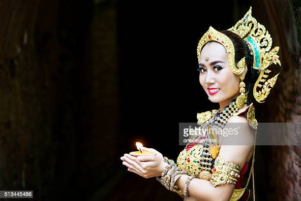 Femme en Costume traditionnel thaïlandais