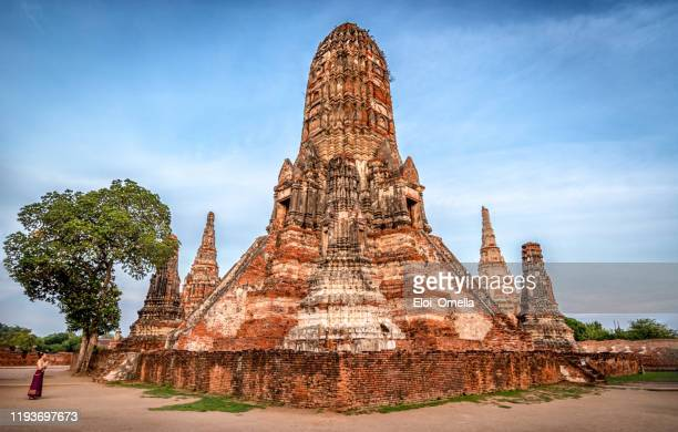 thai woman praying at wat chaiwatthanaram in ayutthaya, thailand - ayuthaya province stock pictures, royalty-free photos & images