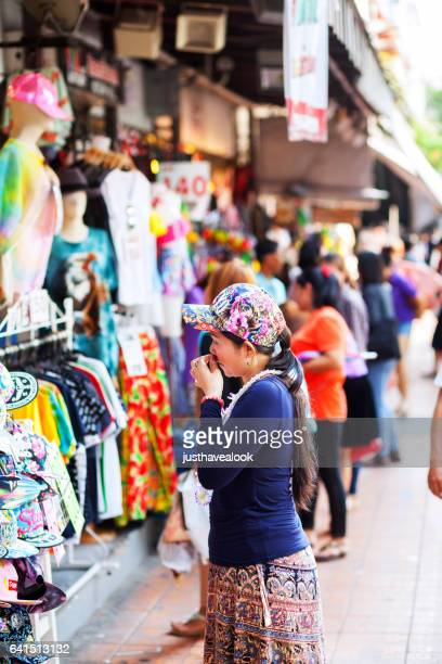 thai women at fashion stores on sidewalk - gehweg stock pictures, royalty-free photos & images