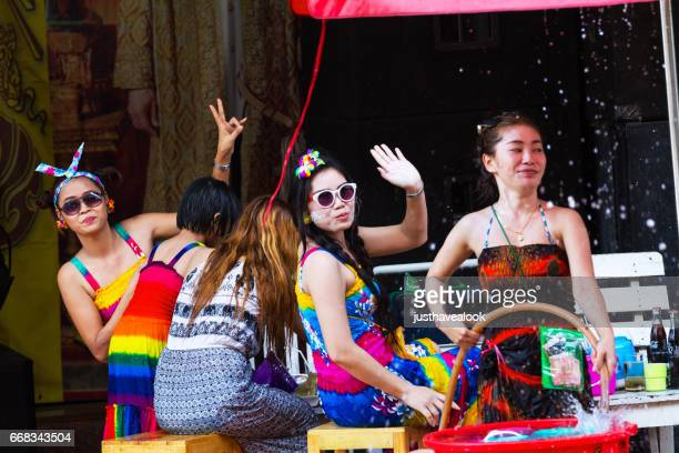 thai women having songkran party on sidewalk - städtische straße stock pictures, royalty-free photos & images