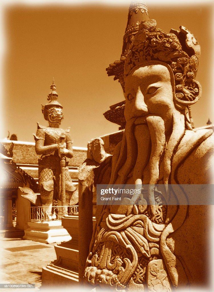 Thailand, Bangkok, Grand Palace, sculptures at Wat Phra Kaeo temple : Stockfoto