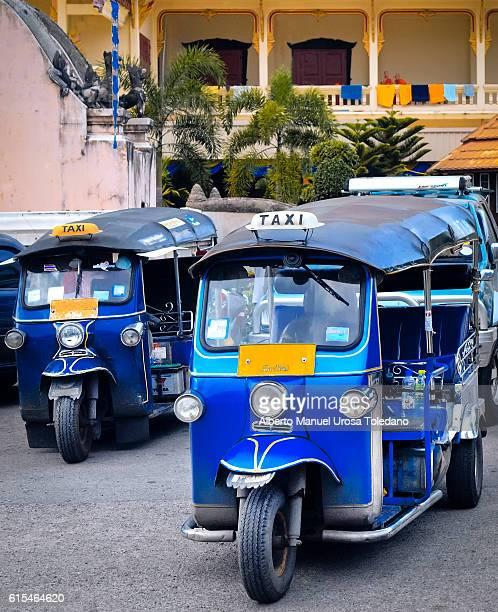 thailand, bangkok, tuk tuk - rickshaw stock pictures, royalty-free photos & images