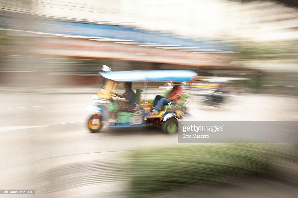 Thailand, Bangkok, Tuk Tuk rickshaw (blurred motion)  : Stockfoto